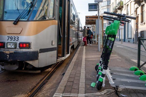 Face à la polémique, Lime va déployer dès samedi des patrouilles dans les rues de Bruxelles pour ranger ses trottinettes